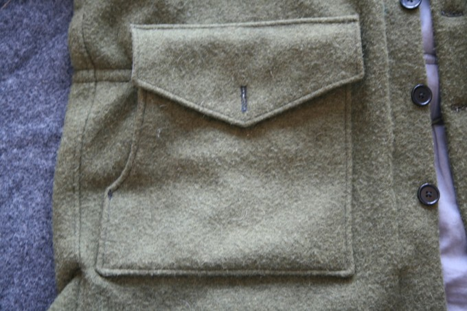 Integrated cargo pocket and slash hand warmers. Tapered slash makes it easy to reach the oversized pocket from the side. The pockets are separated by rugged cotton lining. A three-inch tack helps contain objects in the slash. The large flap stays down better, even without fastening the button.